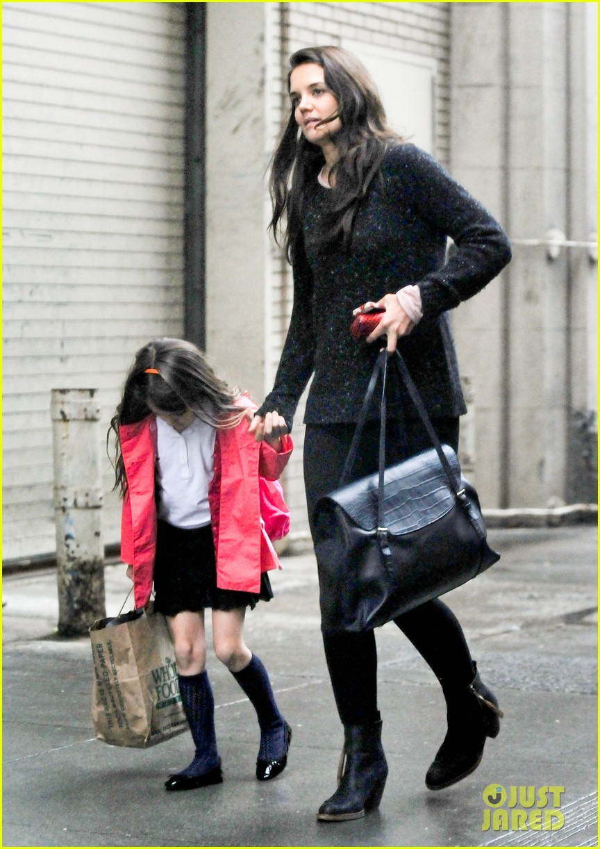 katie holmes suri rainy tuesday twosome 182735927