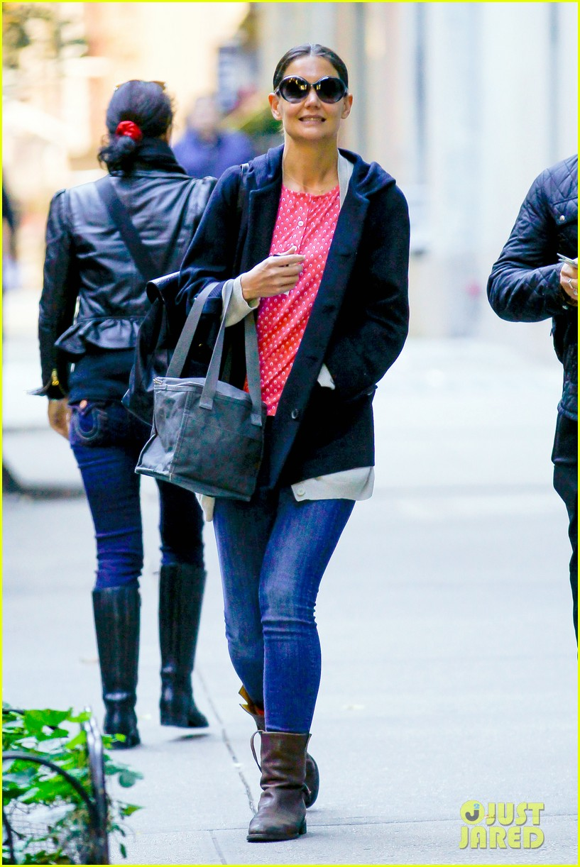 katie holmes early morning stroll with guy pal 10