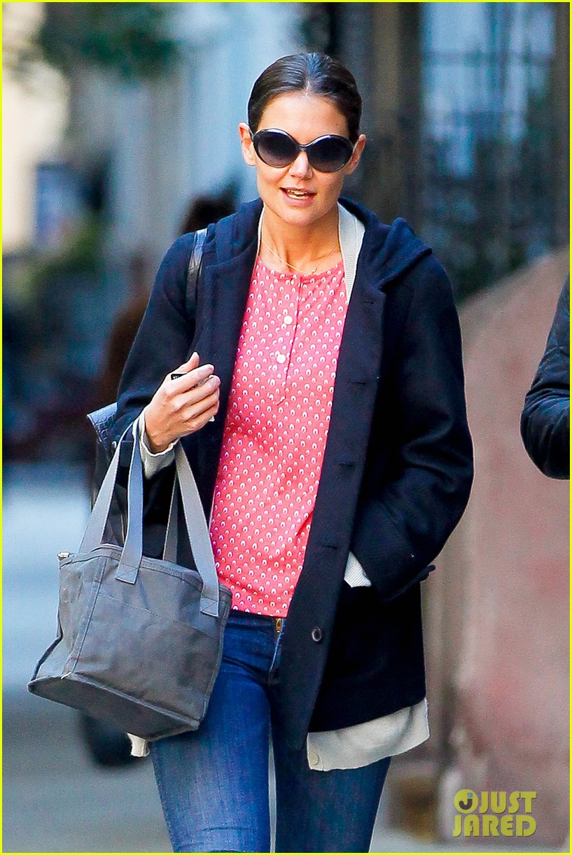 katie holmes early morning stroll with guy pal 112736526