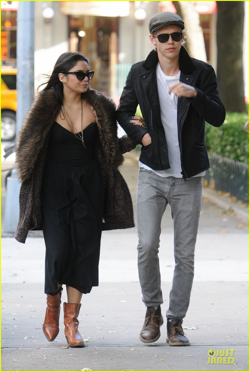 vanessa hudgens austin butler big apple stroll 012742195