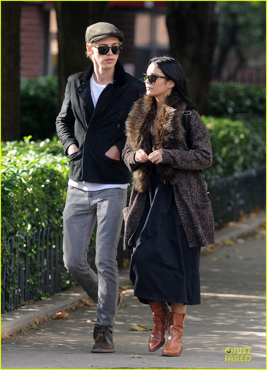 vanessa hudgens austin butler big apple stroll 032742197