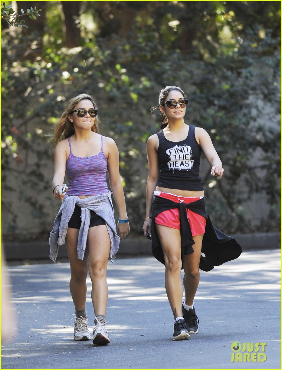 vanessa hudgens hiking with stella 05