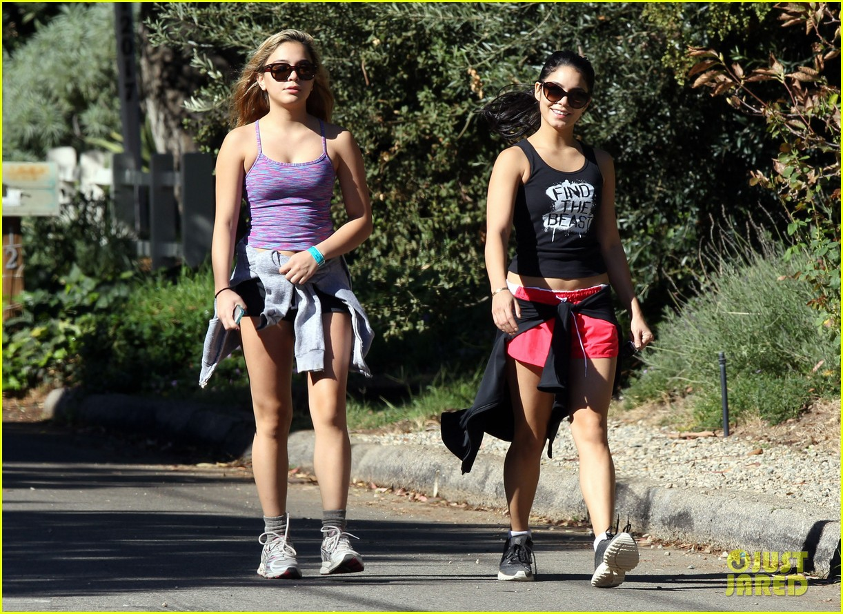 vanessa hudgens hiking with stella 07