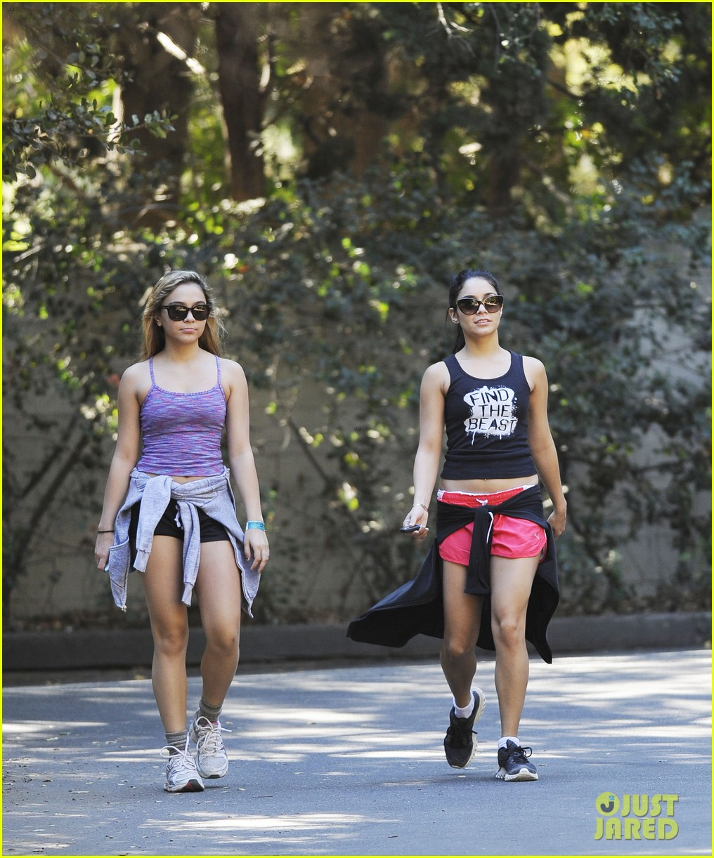vanessa hudgens hiking with stella 19