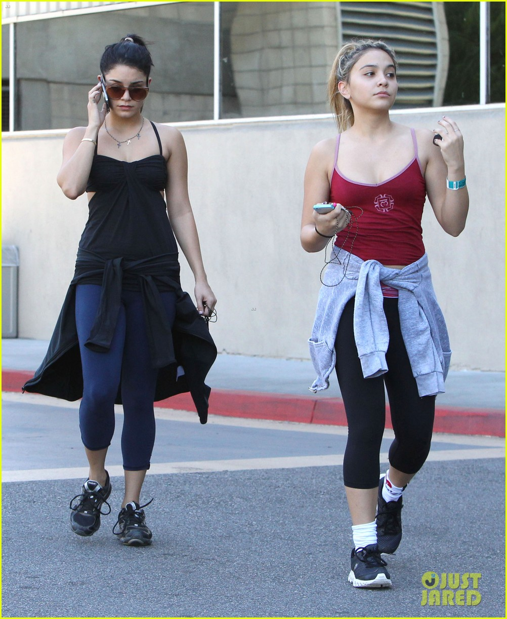 vanessa hudgens sunday workout with sister stella 052747191