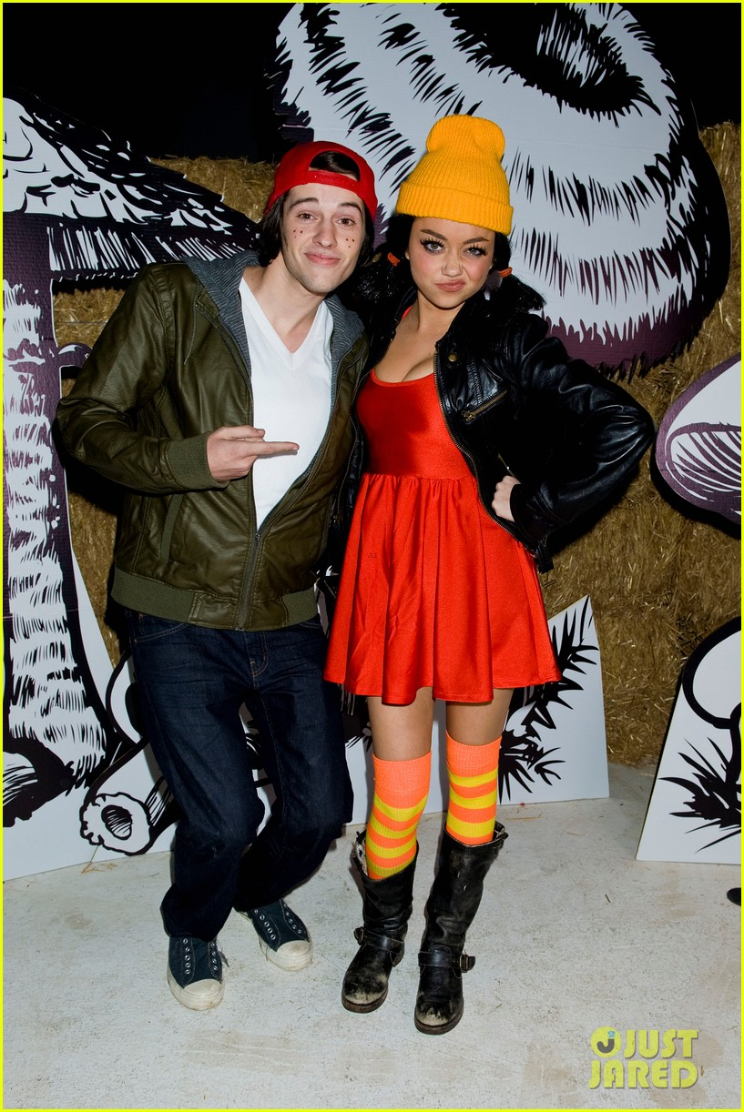sarah hyland bella thorne just jared halloween party 2012 022747676