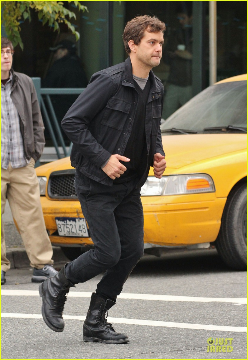 joshua jackson streches on fringe set 052739067