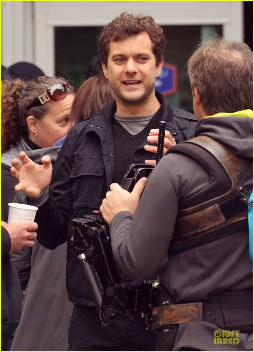joshua jackson streches on fringe set 132739075