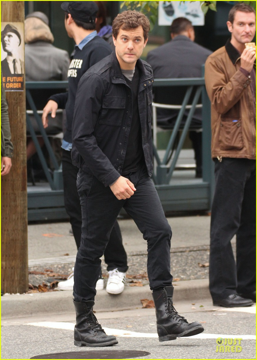 joshua jackson streches on fringe set 222739084