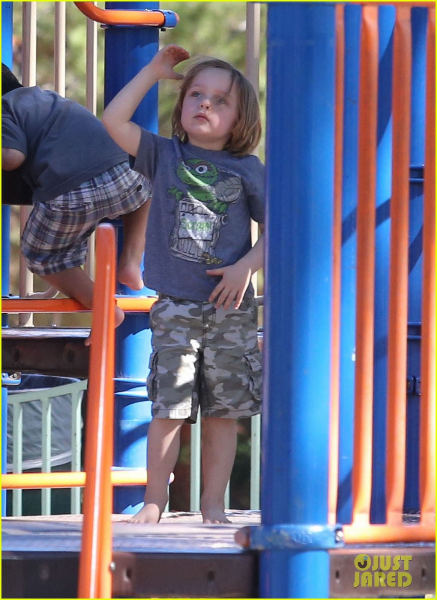 angelina jolie park playtime with knox vivienne 062746358