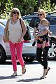 january jones window shopping with baby xander 18