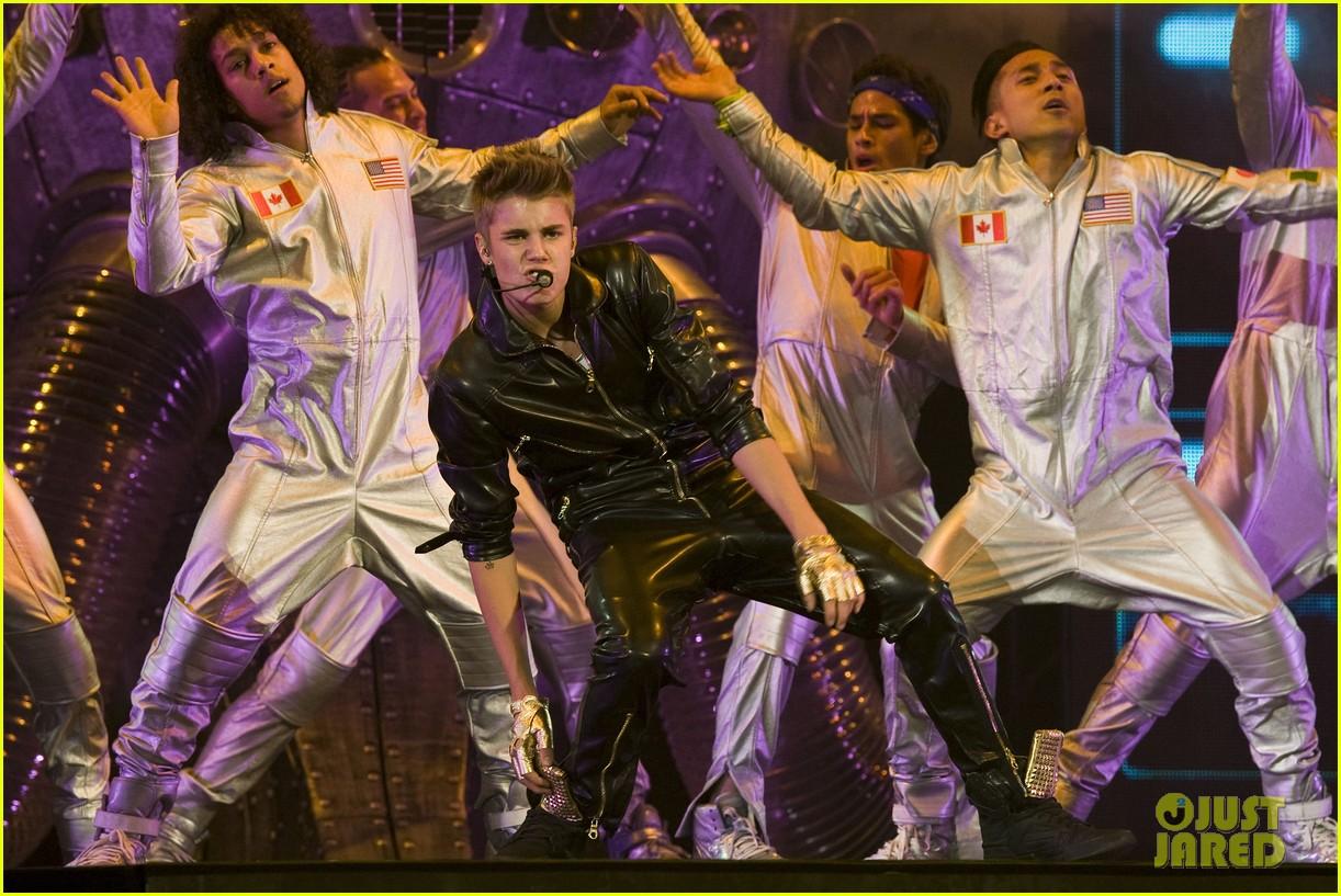justin bieber concert performance 112732937