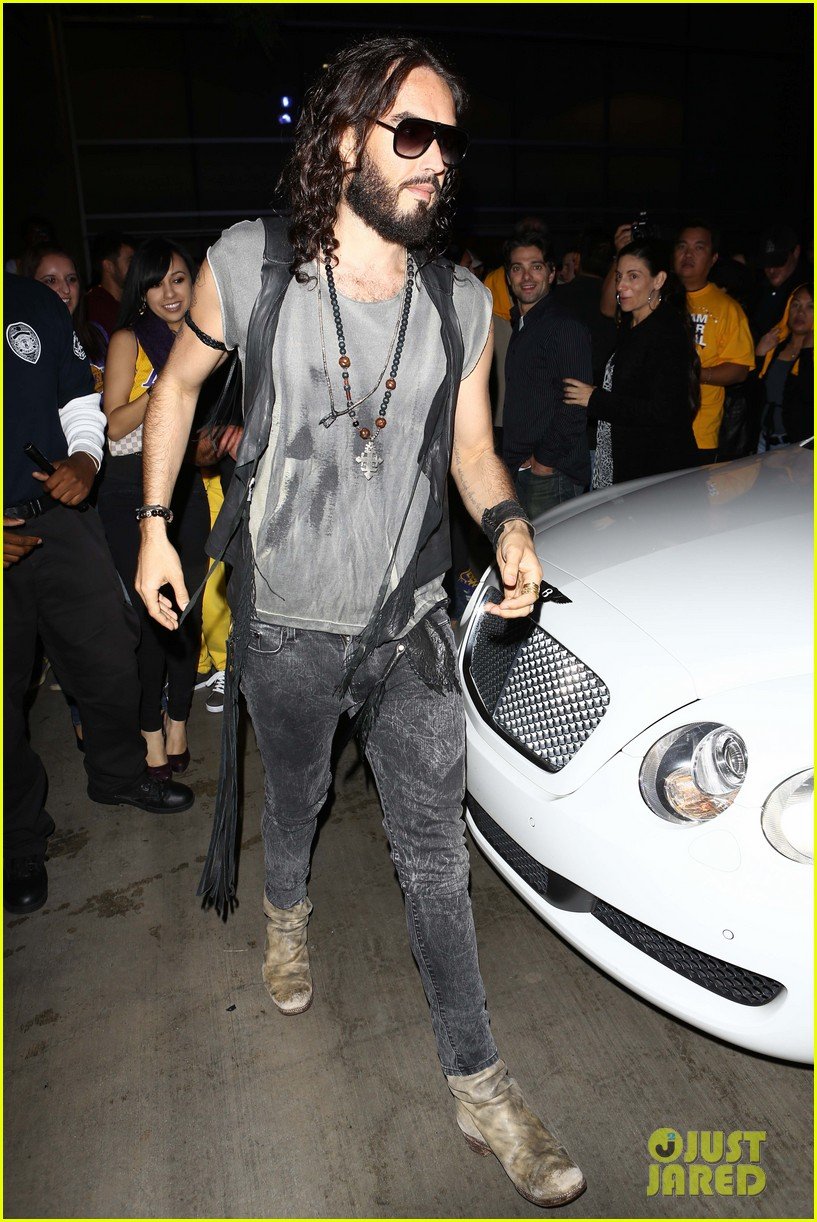katy perry russell brand attend lakers season opener separately 05