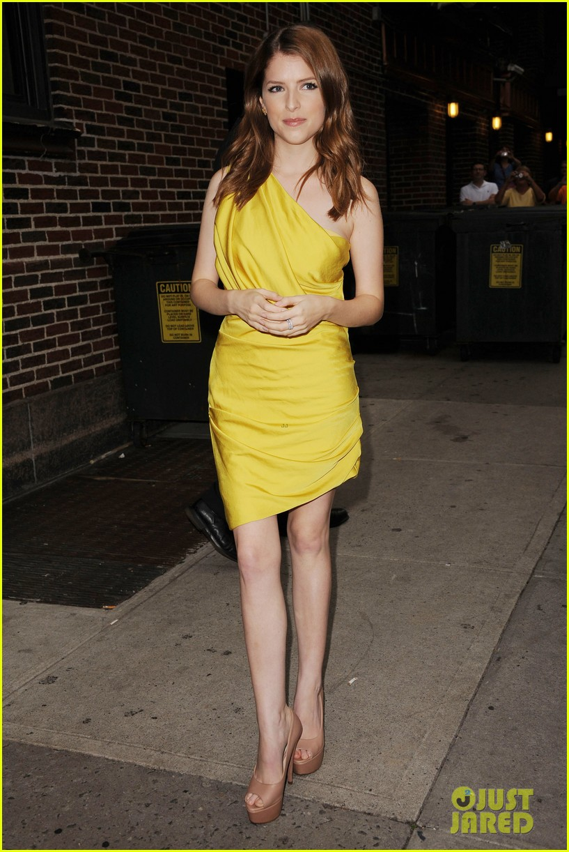 anna kendrick late show with david letterman visit 01