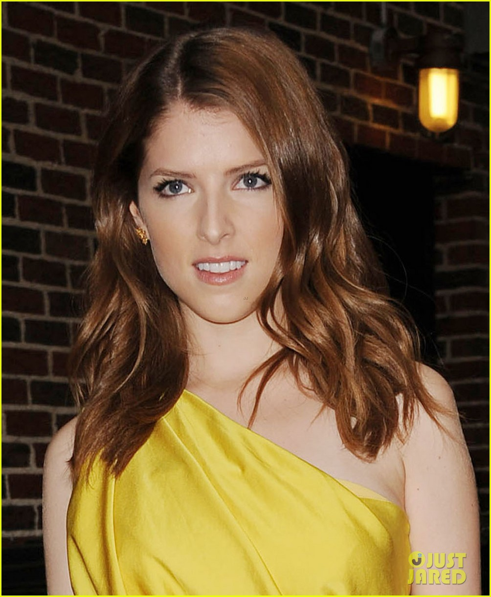 anna kendrick late show with david letterman visit 02