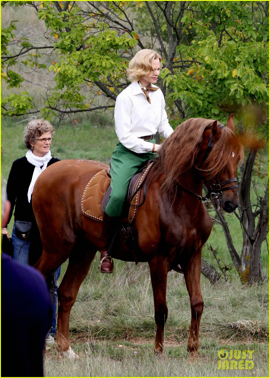 nicole kidman horseback riding for grace kelly 012737078