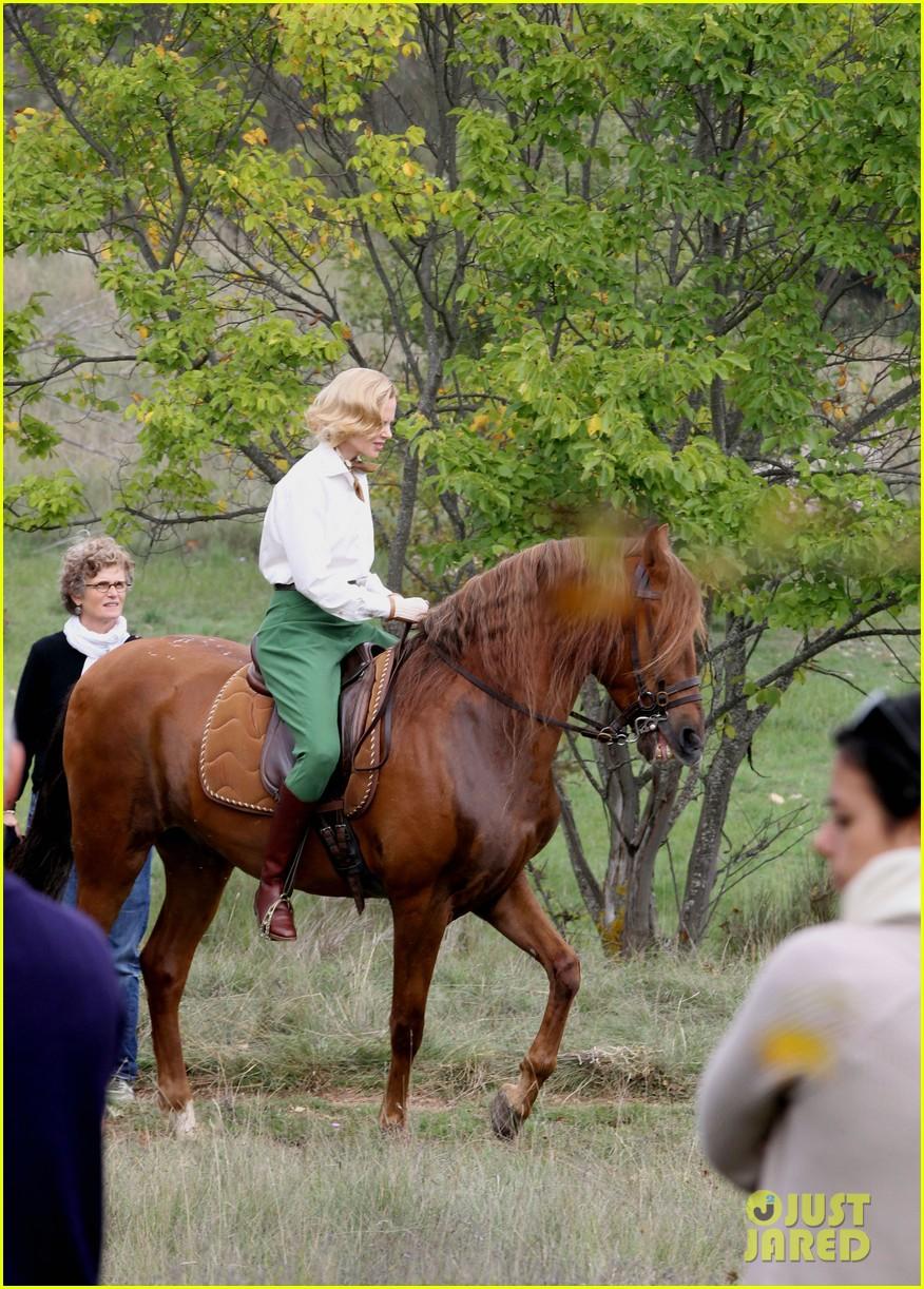 nicole kidman horseback riding for grace kelly 072737084