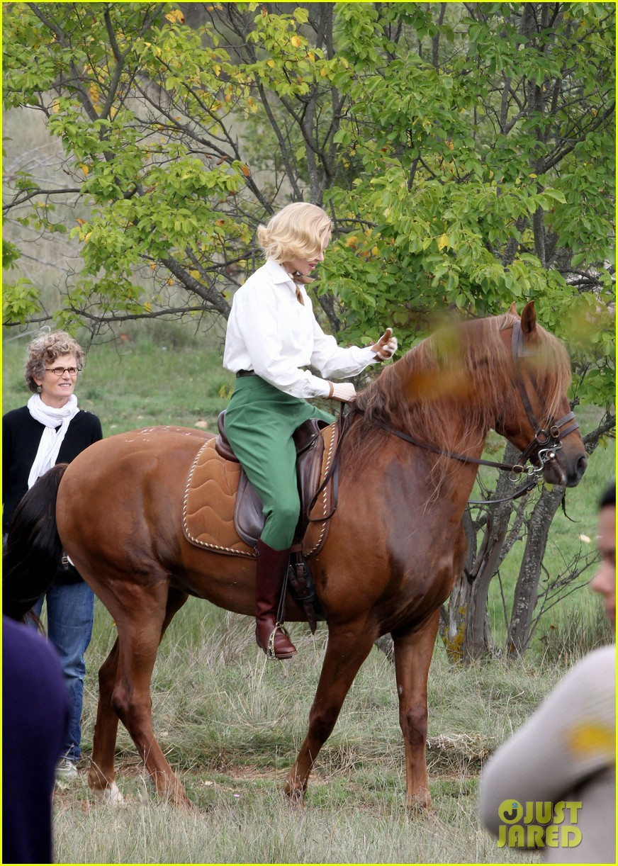 nicole kidman horseback riding for grace kelly 082737085