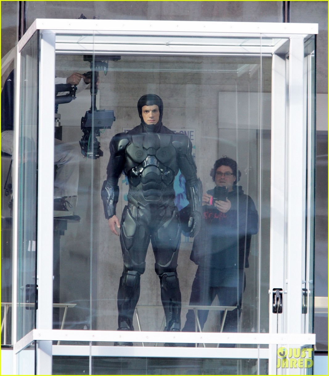 joel kinnaman robocop introduction scene 012734050