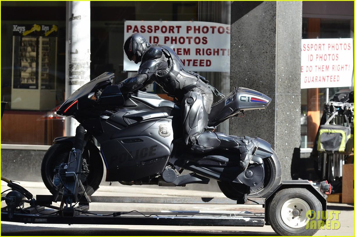 joel kinnaman robocop motorcycle scenes 042742771