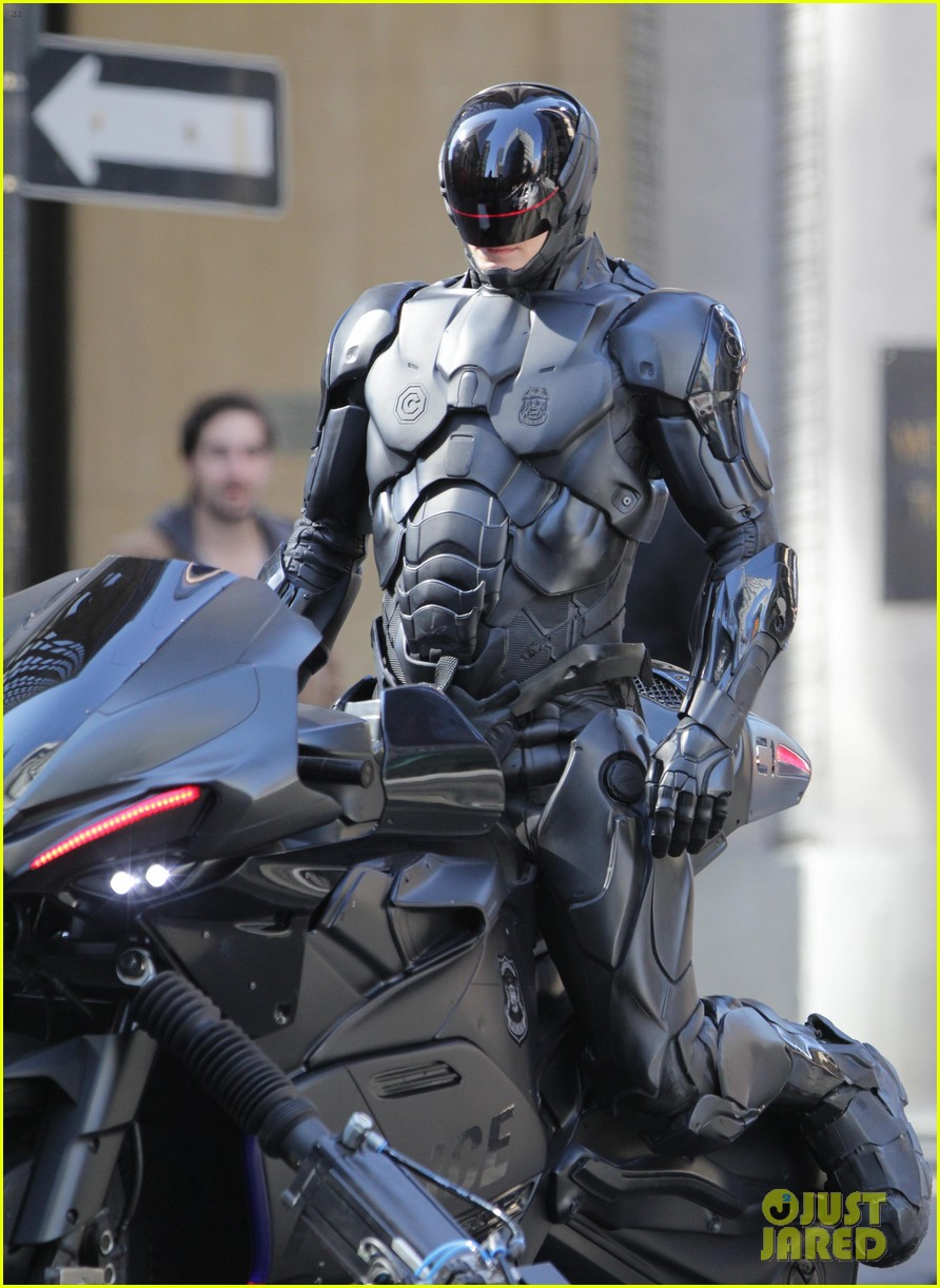 joel kinnaman robocop motorcycle scenes 052742772