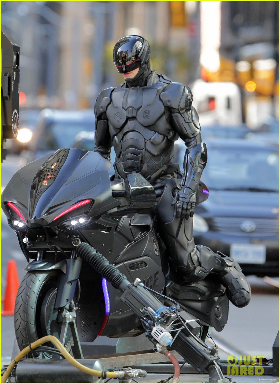 joel kinnaman robocop motorcycle scenes 23