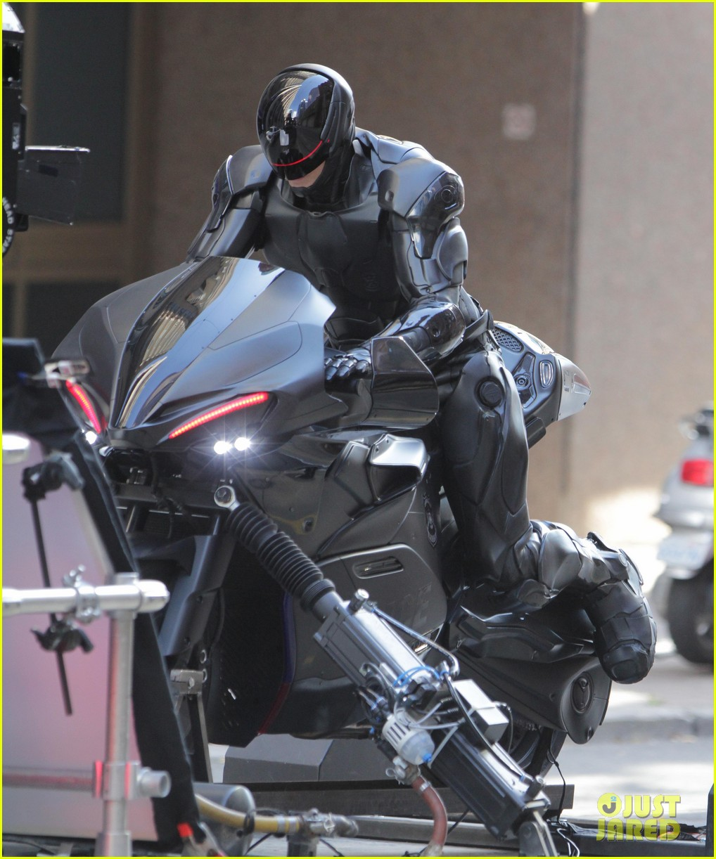 Joel Kinnaman Robocop Motorcycle Scenes Photo 2742792 Joel