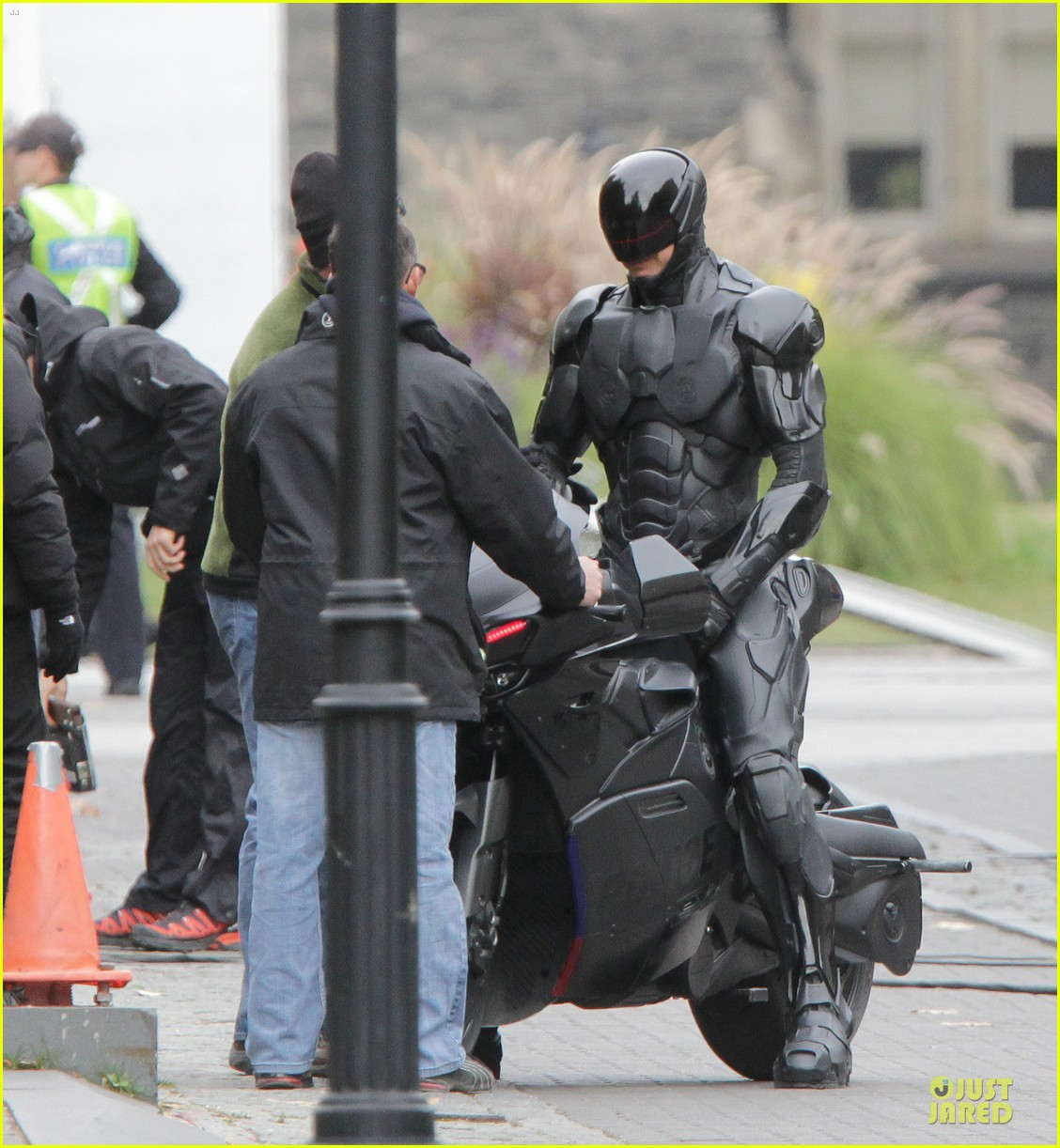 joel kinnaman robocop motorcycle revealed 032738261