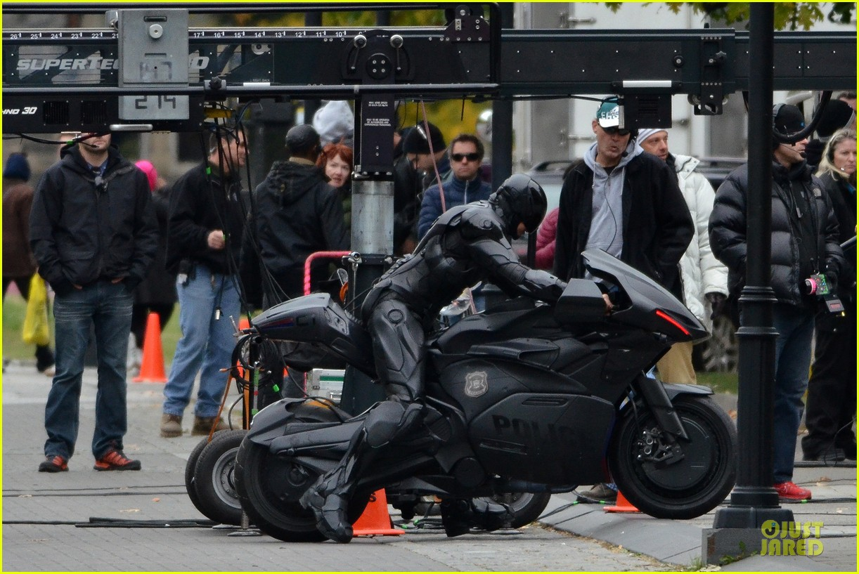 joel kinnaman robocop motorcycle revealed 052738263