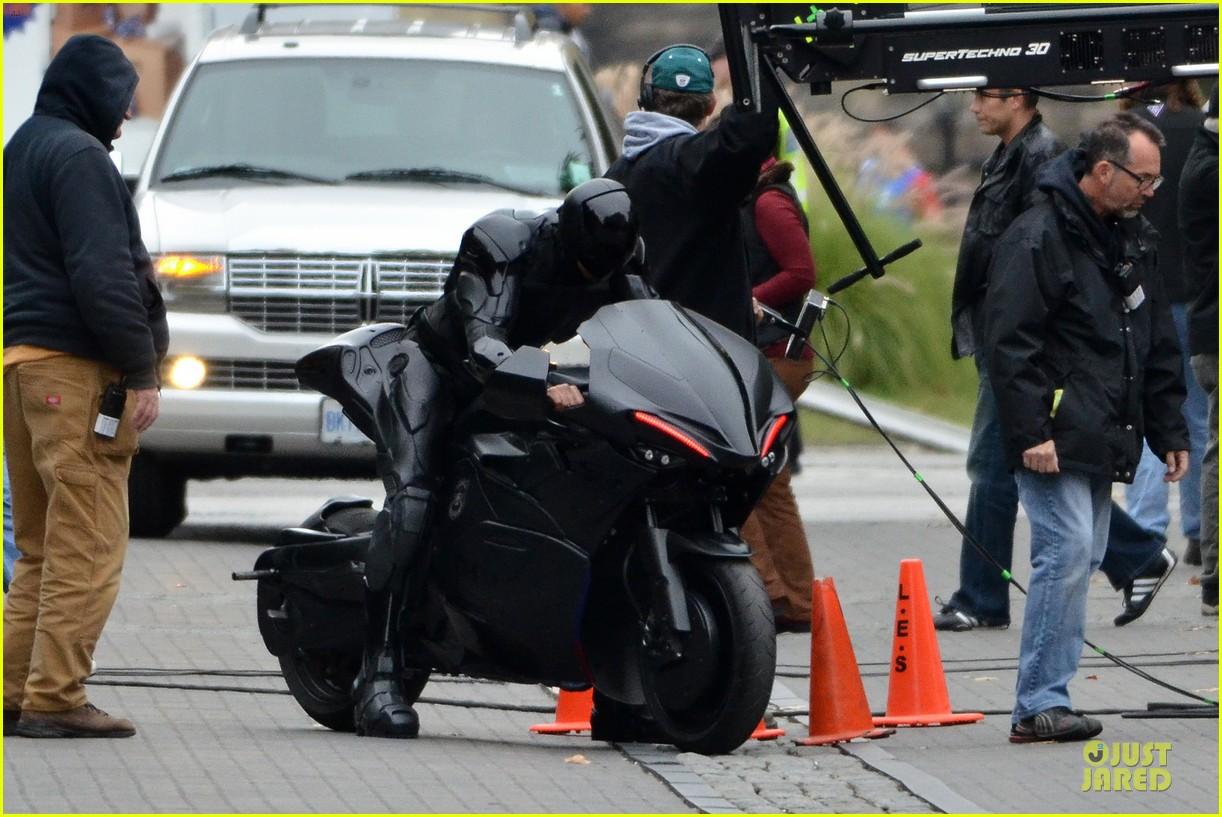 joel kinnaman robocop motorcycle revealed 062738264