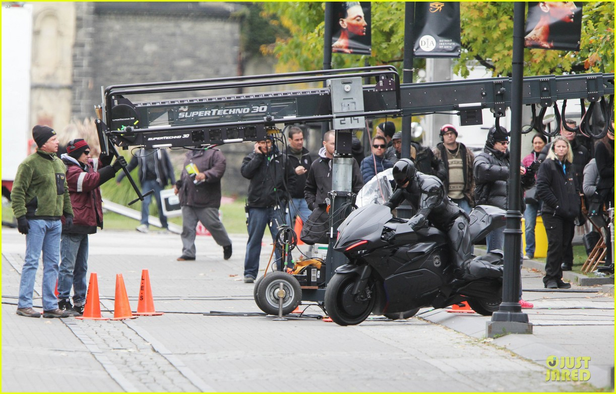 joel kinnaman robocop motorcycle revealed 082738266
