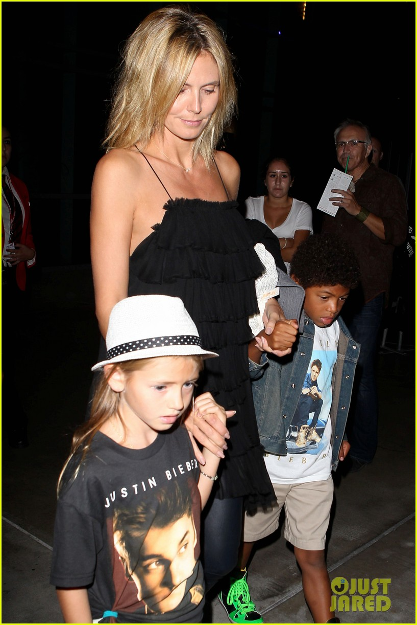 heidi klum justin bieber concert with martin kristen and kids 02