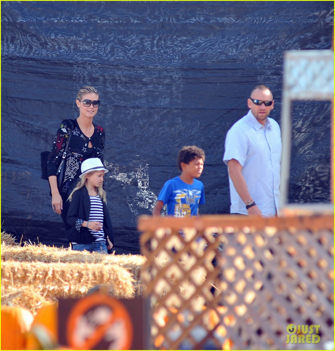 heidi klum martin kirsten pumpkin patch with the kids 062734319