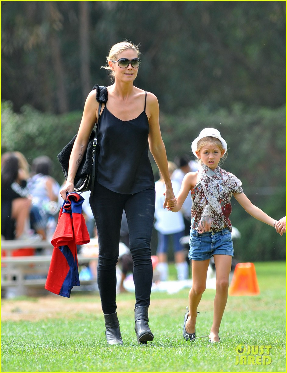 heidi klum martin kirsten pumpkin patch with the kids 122734325