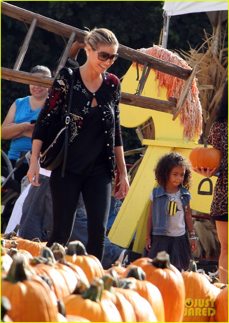 heidi klum martin kirsten pumpkin patch with the kids 172734330