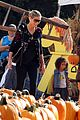 heidi klum martin kirsten pumpkin patch with the kids 17