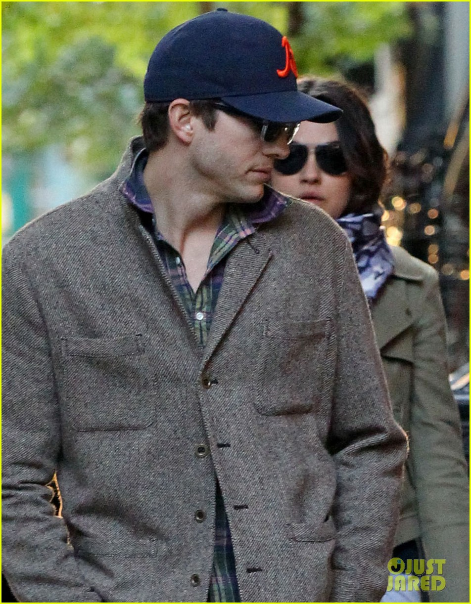 mila kunis ashton kutcher low profile in the big apple 022736275