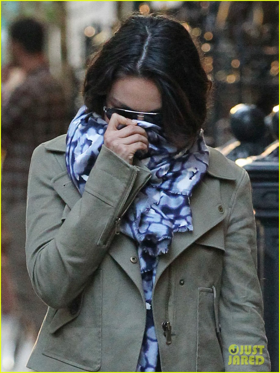 mila kunis ashton kutcher low profile in the big apple 04