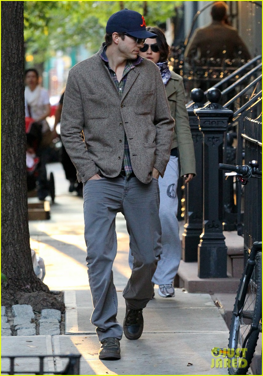 mila kunis ashton kutcher low profile in the big apple 052736278