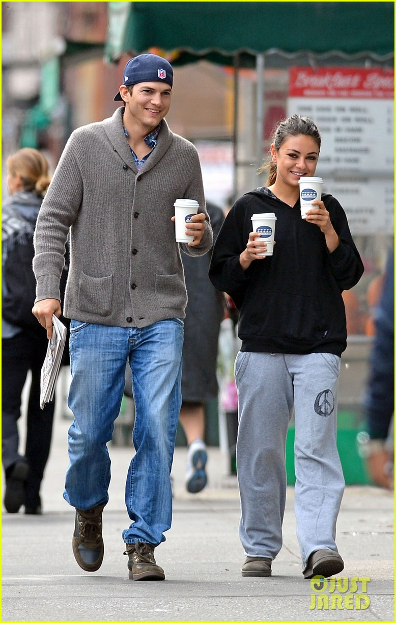 ashton kutcher mila kunis coffee couple 01