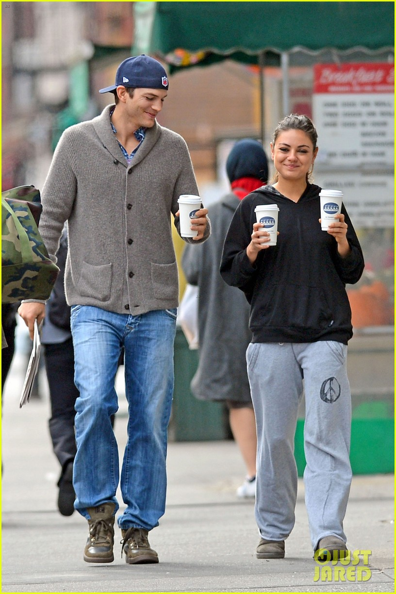ashton kutcher mila kunis coffee couple 072735010