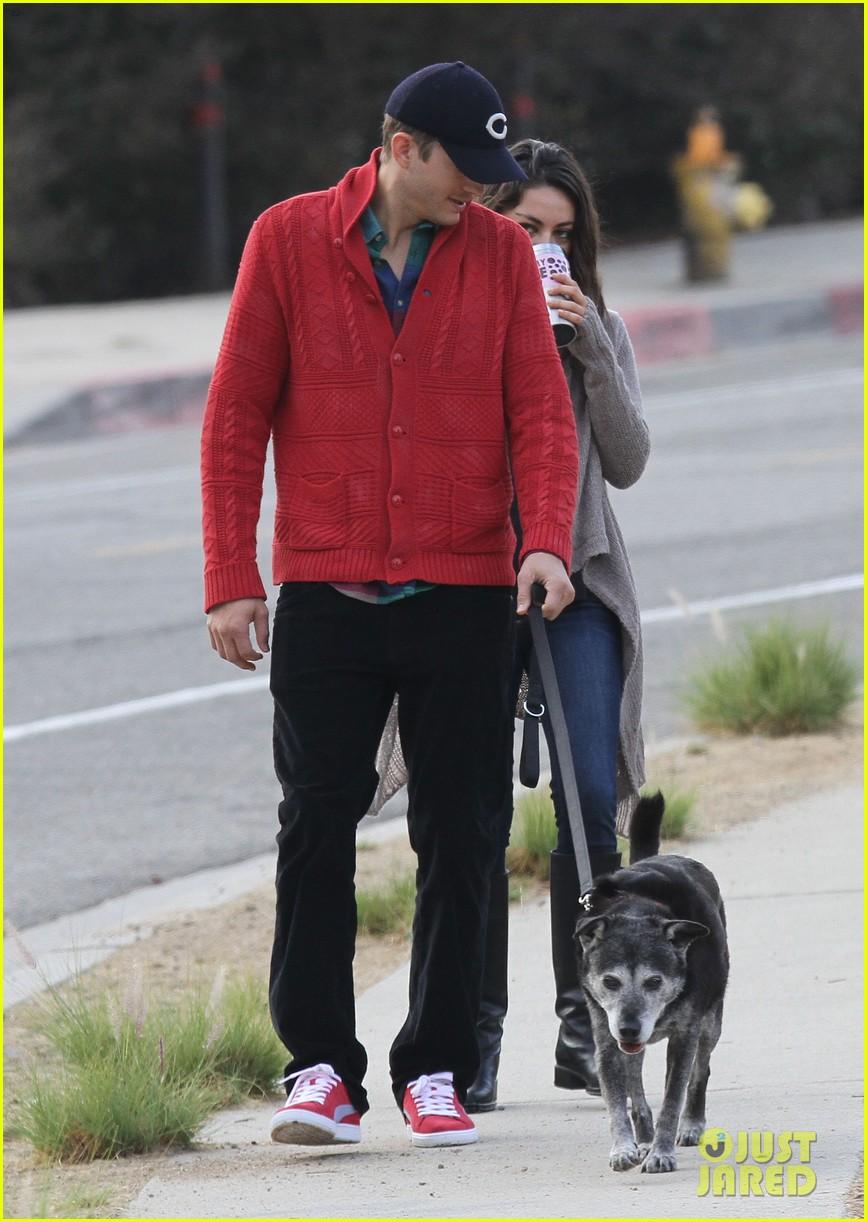 ashton kutcher mila kunis monday morning dog walk 09