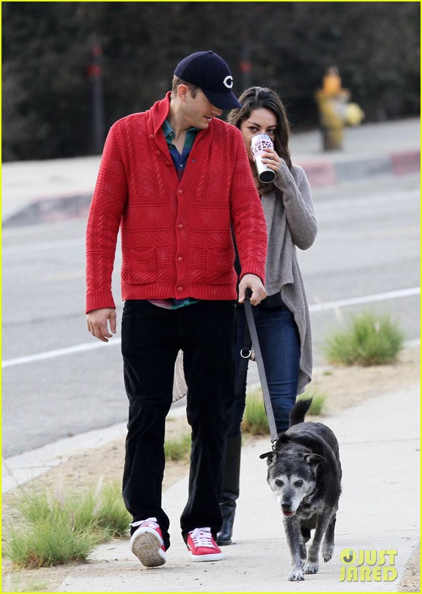ashton kutcher mila kunis monday morning dog walk 102742735