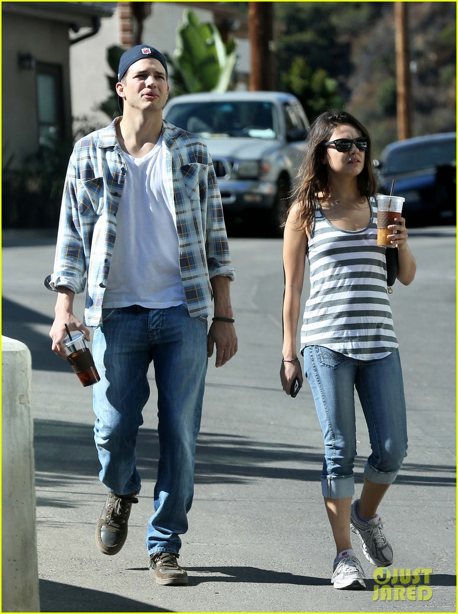 ashton kutcher mila kunis iced coffees to go 24