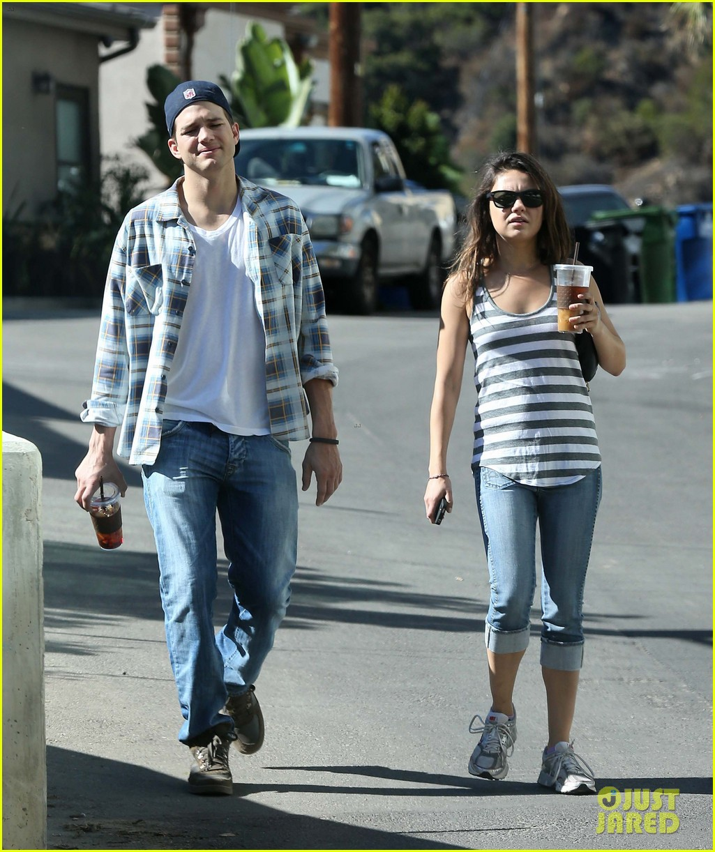 ashton kutcher mila kunis iced coffees to go 252746400