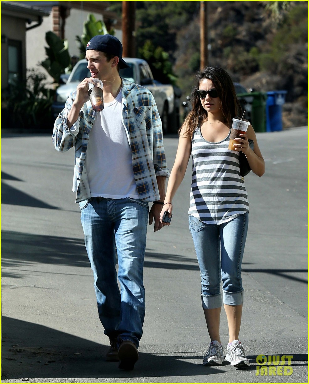 ashton kutcher mila kunis iced coffees to go 262746401