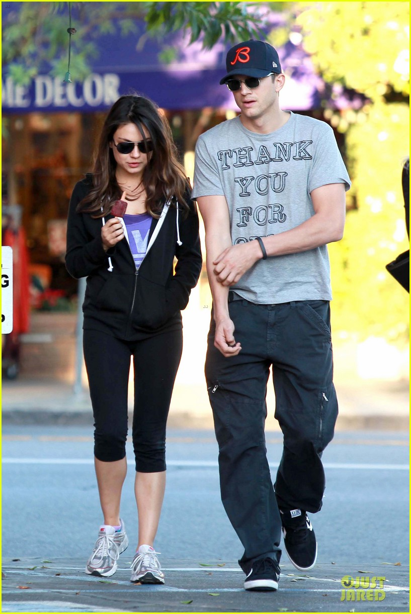 ashton kutcher mila kunis thank you for loving each other 042745858