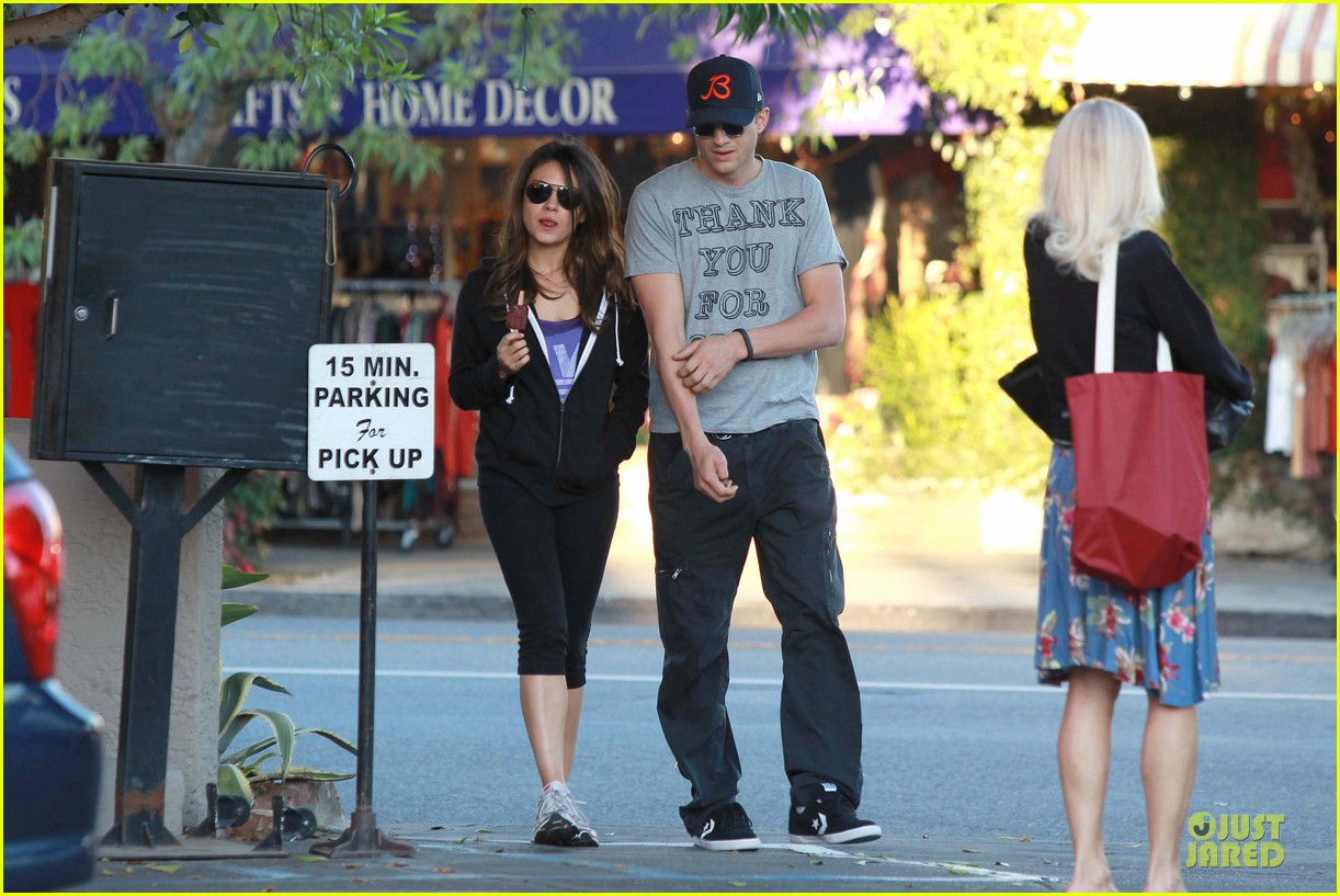 ashton kutcher mila kunis thank you for loving each other 11