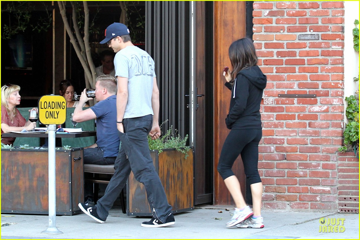 ashton kutcher mila kunis thank you for loving each other 13