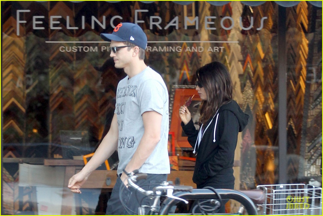 ashton kutcher mila kunis thank you for loving each other 142745868
